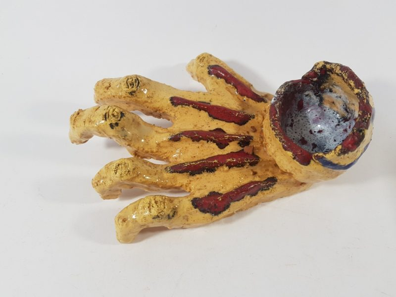 """Keraminė skulptūrėlė """"Plaštakos kaulai""""1"""